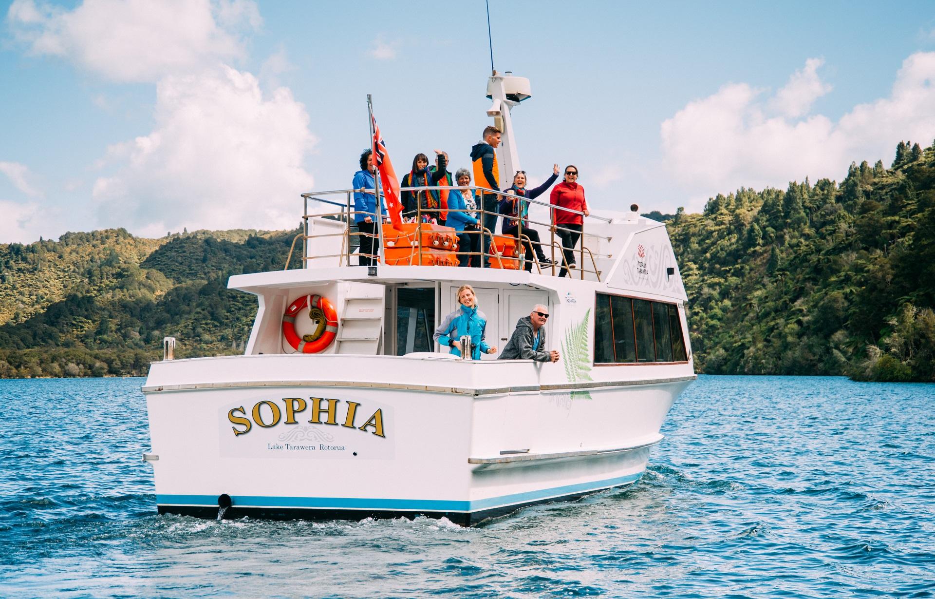 lake-tarawera-boat-cruise